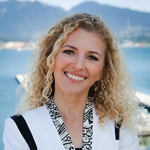 Carmen Simon Headshot